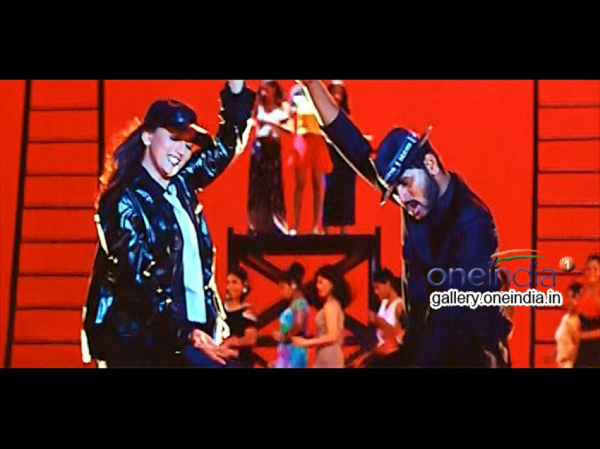 Famous dance numbers of Madhuri Photos