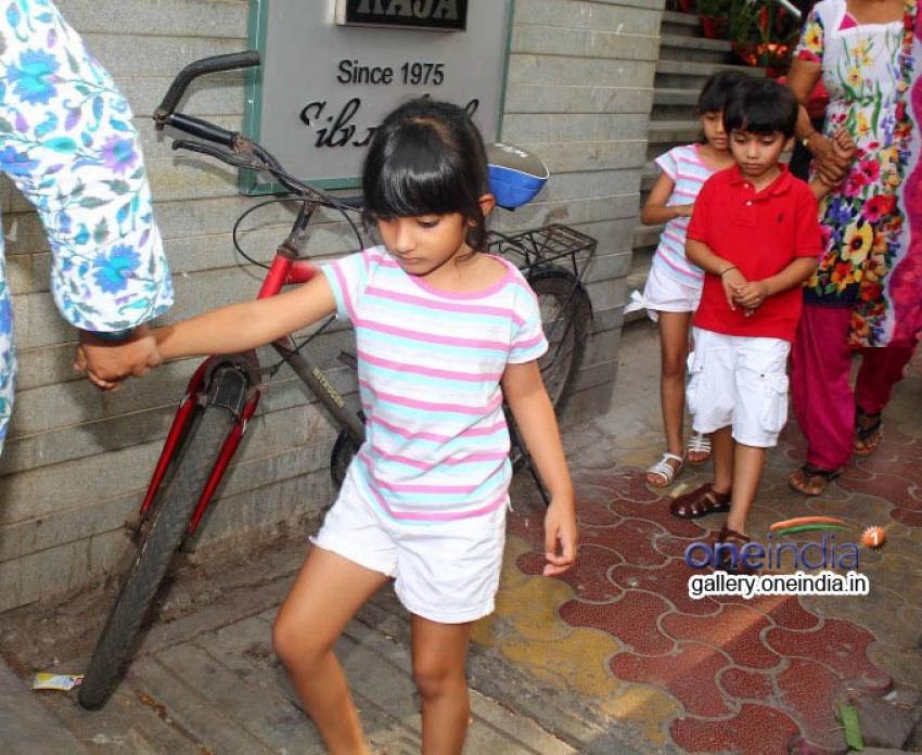 Farhan Khan Snapped with kids at Bandra Photos