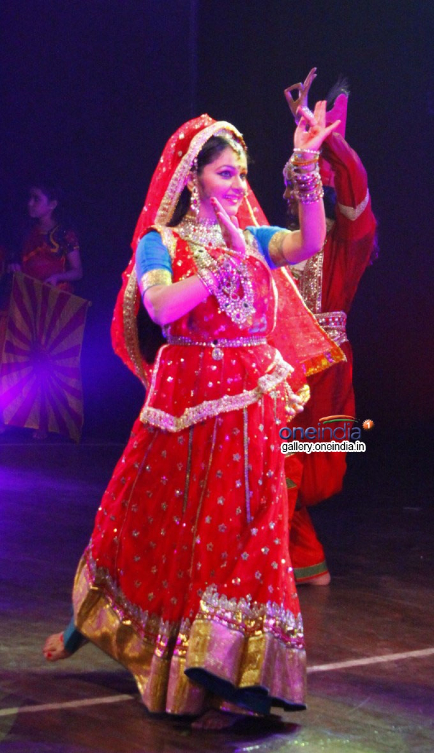 Gracy Singh performs for the cause of global warming Photos