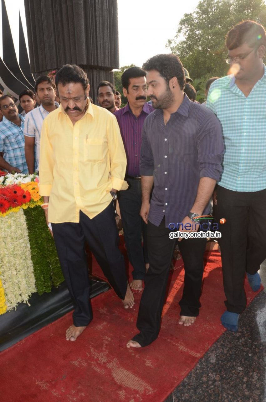 NTR family members pays tributes at NTR Ghat Photos