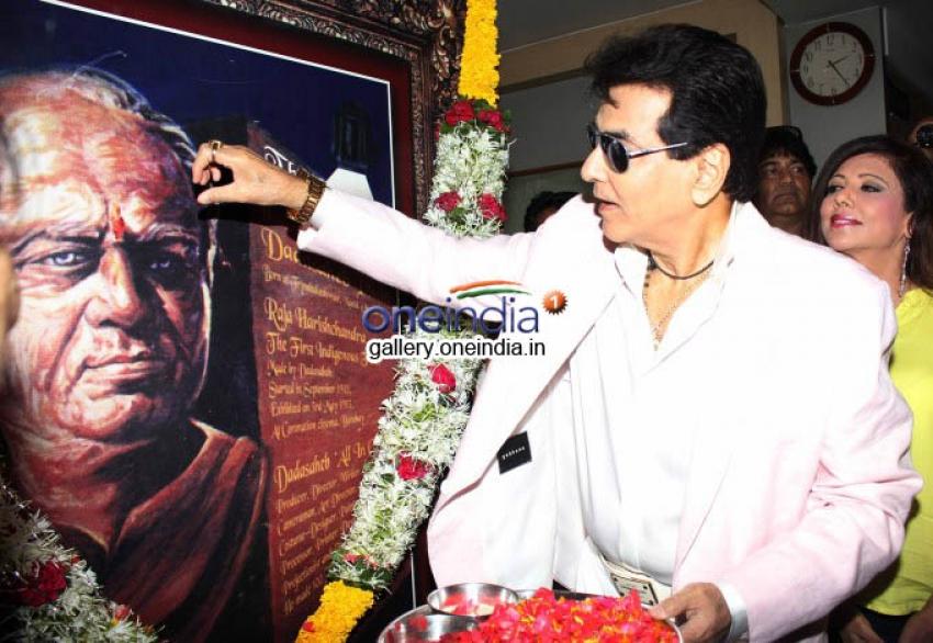 Farhan Akhtar, Juhi Chawla attends Dadasaheb Phalke awards Photos