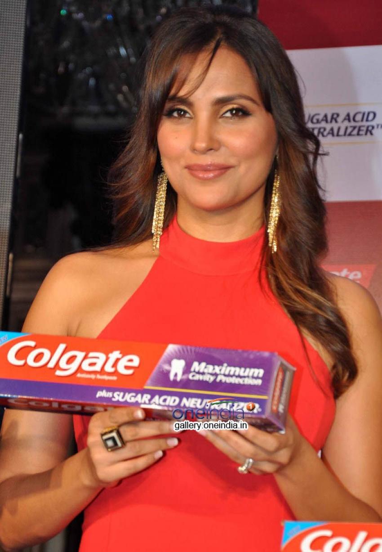 Lara Dutta launches Colgate Maximum Cavity Protection Plus Photos