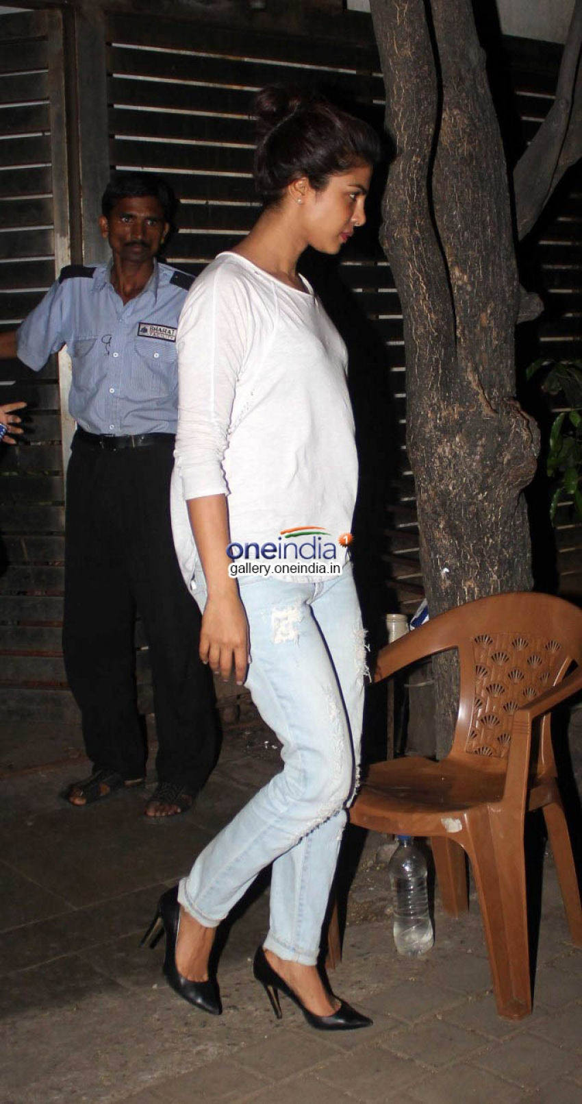 Priyanka Chopra & Ranveer Singh Snapped at Farhan Akthar House Photos