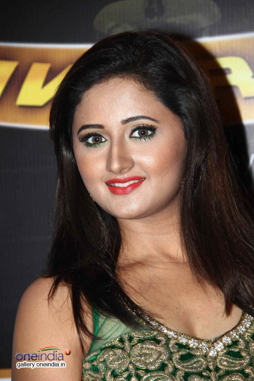 TV Celebs glitter on the Red Carpet of 7th Boroplus Gold Awards Photos