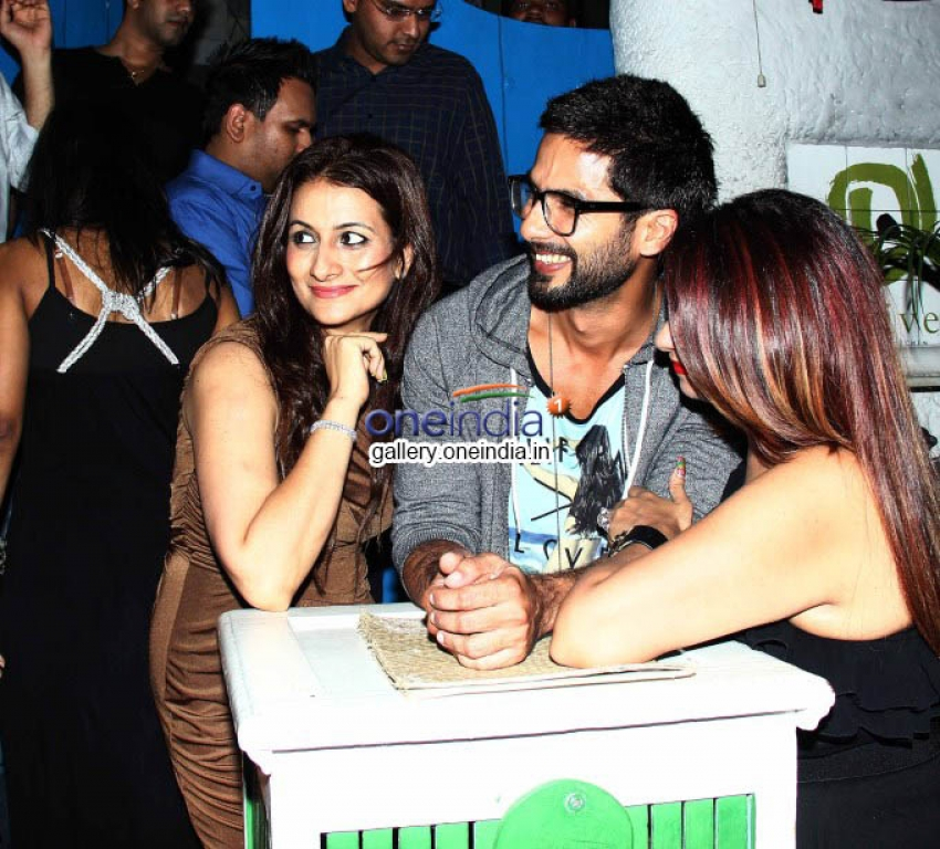 Shahid Kapoor Snapped at Olive Garden Photos