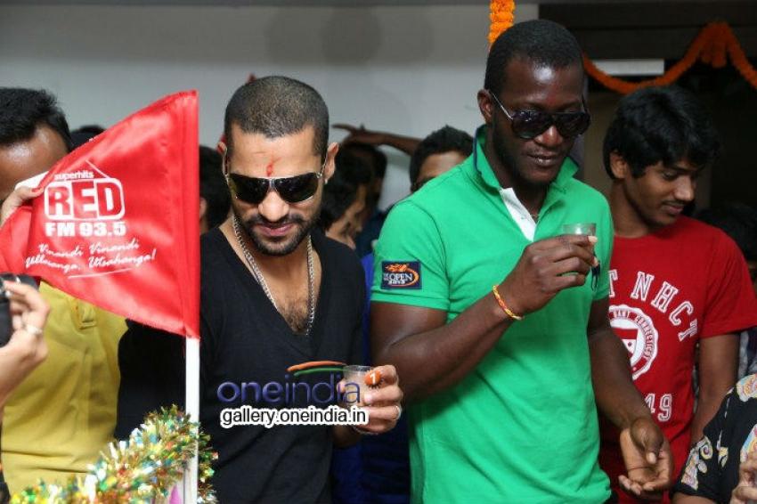 Shikhar Dhawan and Darren Sammy at Red FM Photos