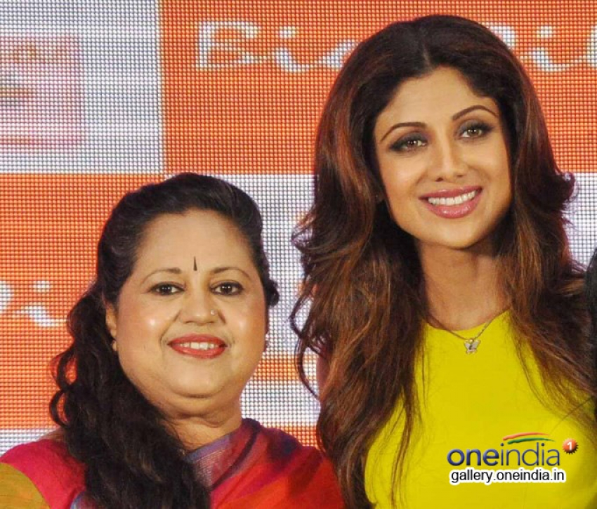 Shilpa Shetty launches The Yummy Mummy Calender Photos
