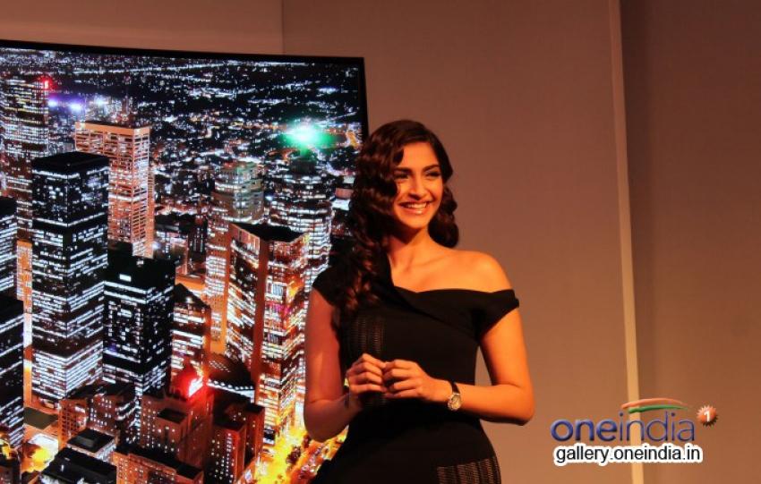 Sonam Kapoor unveils Samsung Curved TV Range Fashion Photos