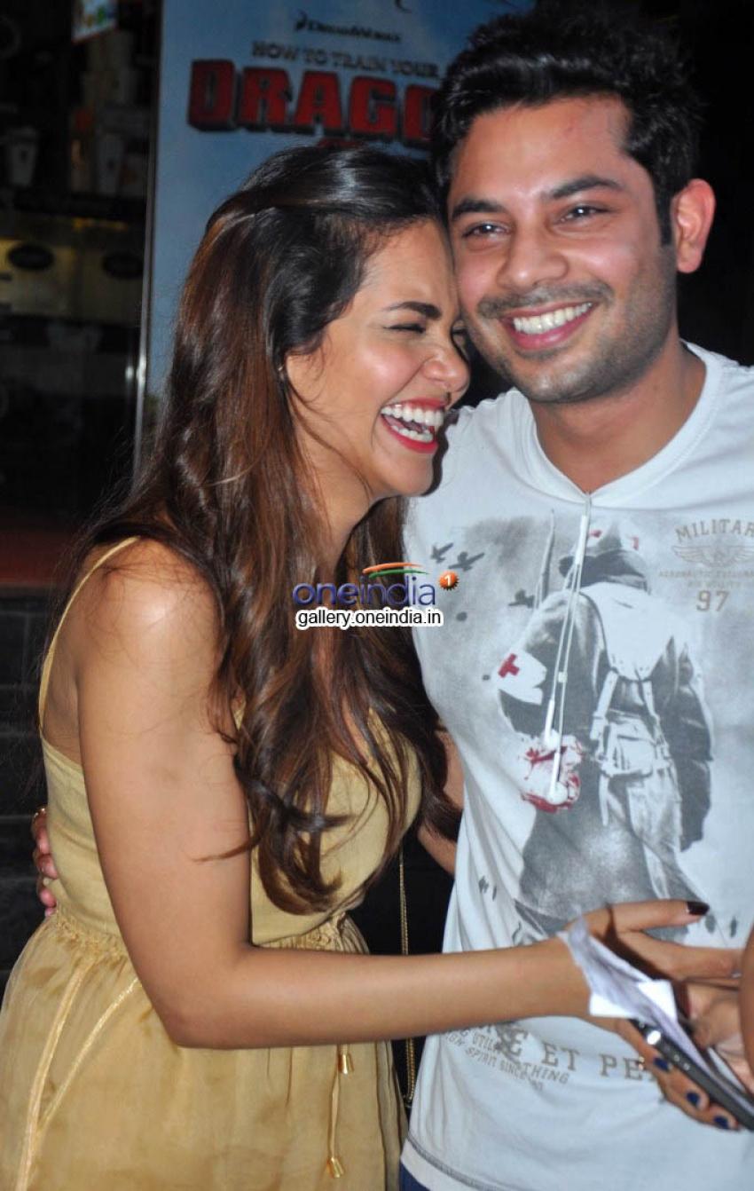 Esha Gupta Snapped at Screening of Humshakals Photos