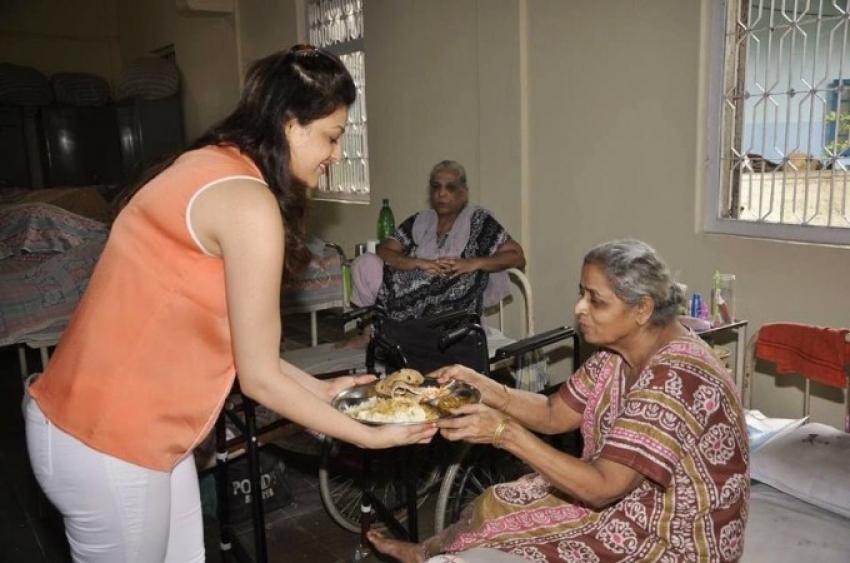 Kajal Aggarwal Birthday Celebrations at Old age Home Photos