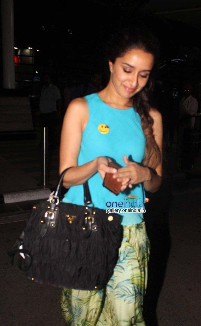 Sidharth Malhotra and Shraddha Kapoor Snapped at Domestic Airport Photos