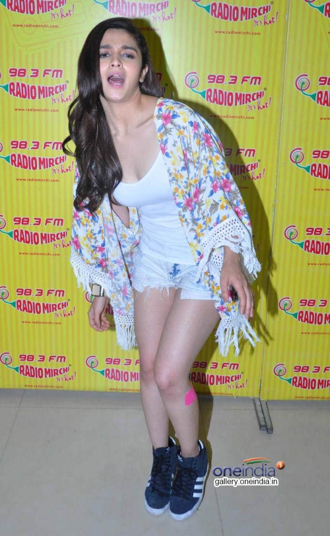 Promotion of Humpty Sharma Ki Dulhania at Radio Mirchi Photos