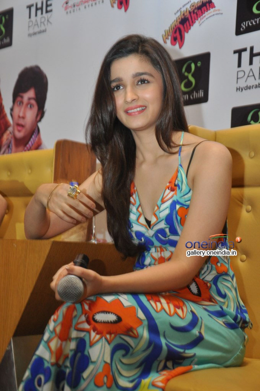 Varun Dhawan and Alia Bhatt Promote Humpty Sharma Ki Dulhania at Hyderabad Photos