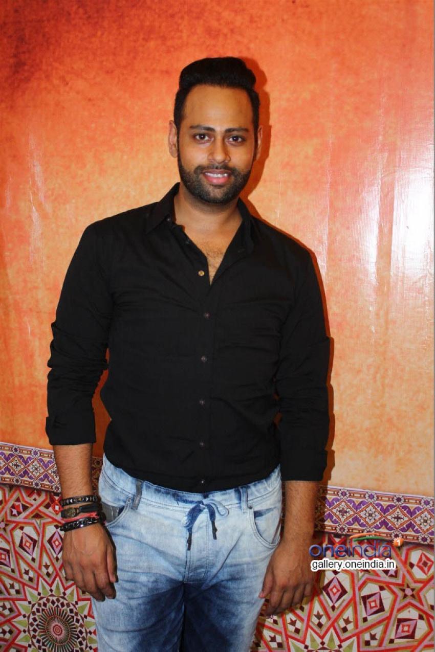 Andy Celebrates his Birthday at Versova Photos