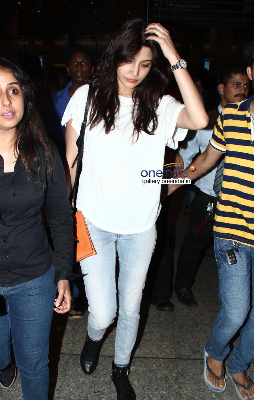 Anil Kapoor and Anushka Sharma Snapped at Airport Photos