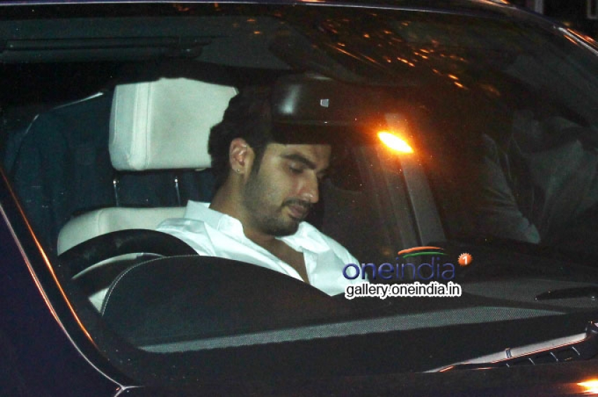Arjun Kapoor Snapped on the way to his Birthday Party Photos
