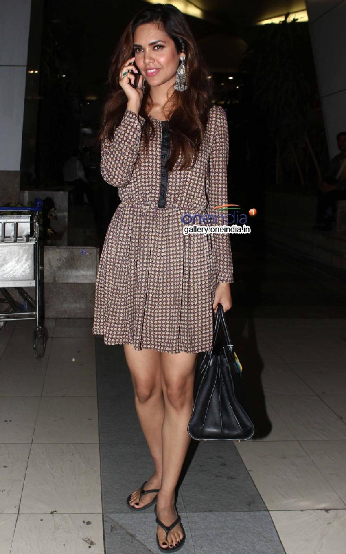 Esha Gupta snapped at domestic airport Photos