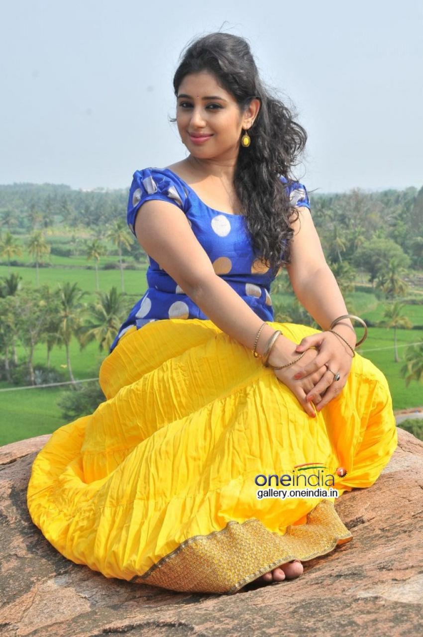 Kadhal Paithiyam Photos