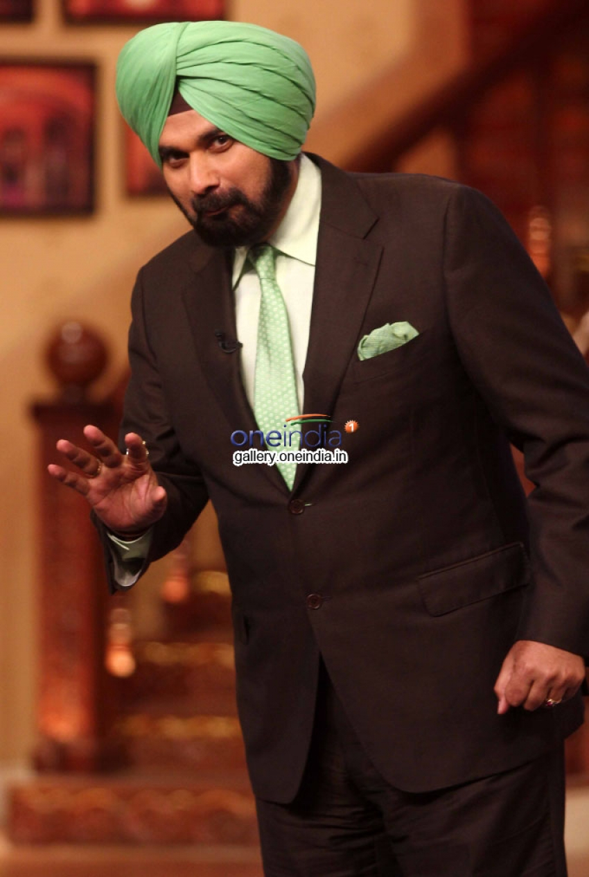 Promotion of Bobby Jassoos on the Sets of Comedy Nights with Kapil Photos