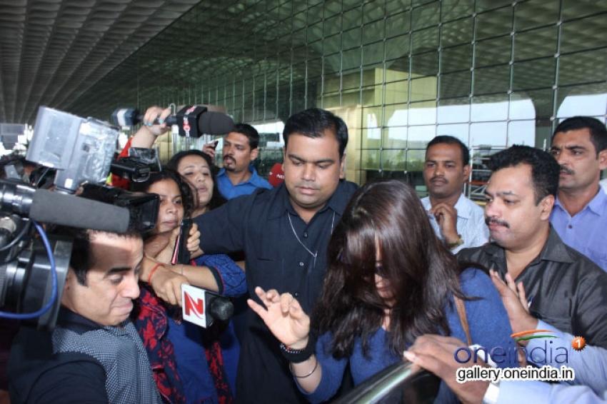 Preity Zinta at Mumbai Airport Photos