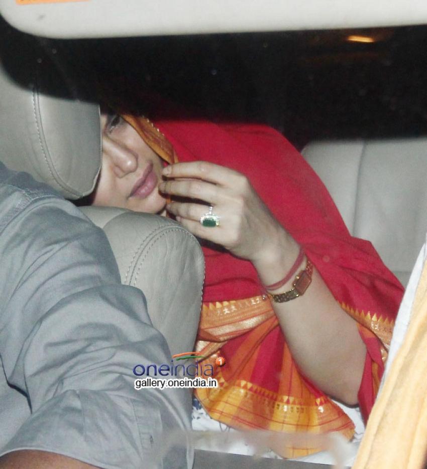 Preity Zinta Snapped at Mukteshwar Temple in Juhu Photos