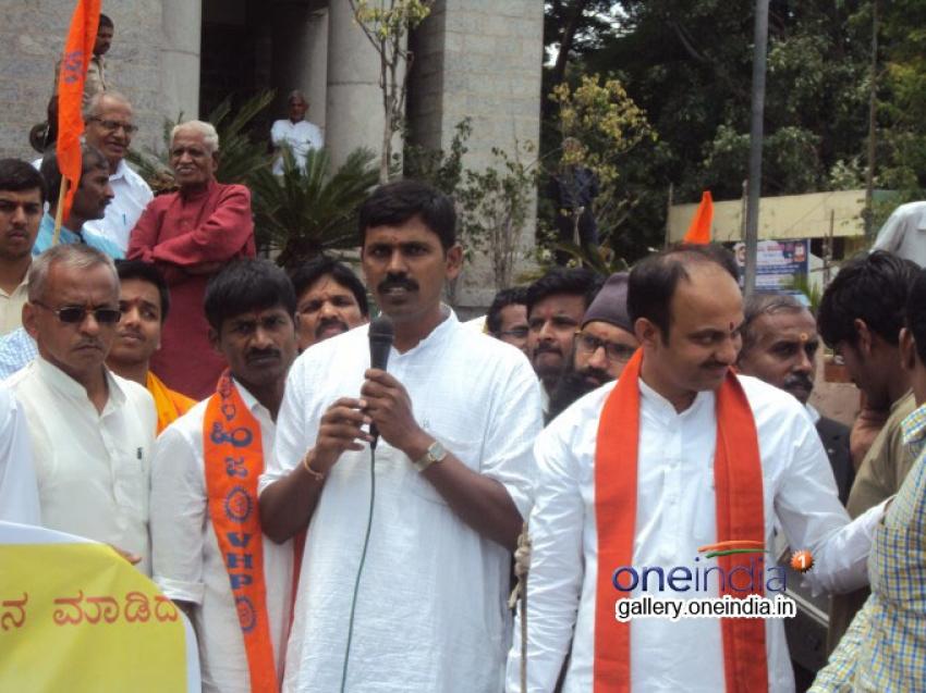 Protest against MM Kalburgi in Bangalore Photos