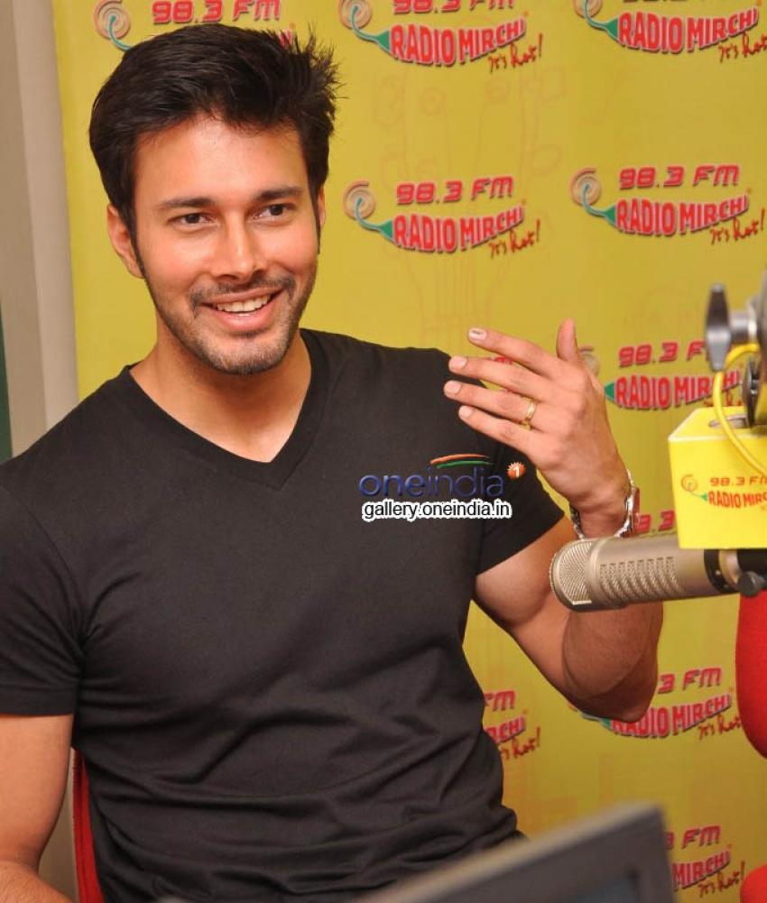 Rajneesh Duggal at Radio Mirchi Photos