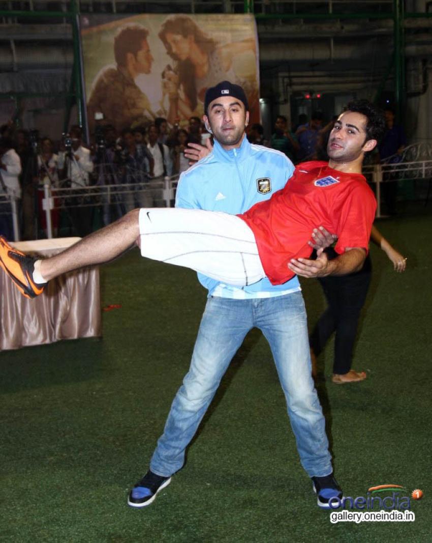Ranbir kapoor plays football to promote film Lekar Hum Deewana Dil Photos