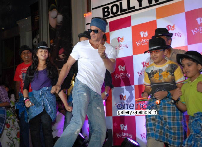 Shah Rukh Khan celebrates Father's Day at kidzaniya Photos