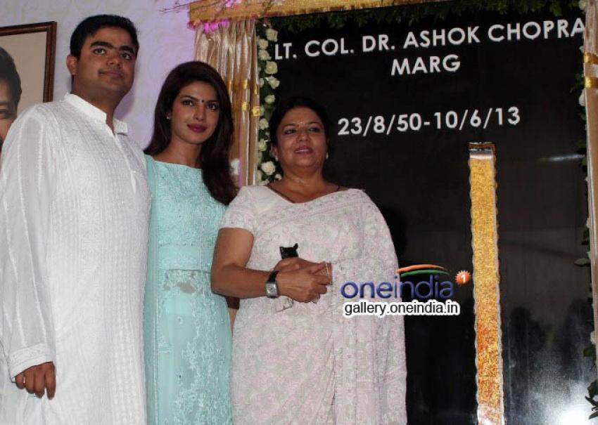Inaguration of Lieutenant Colonel Dr. Ashok Chopra Marg at versova Photos