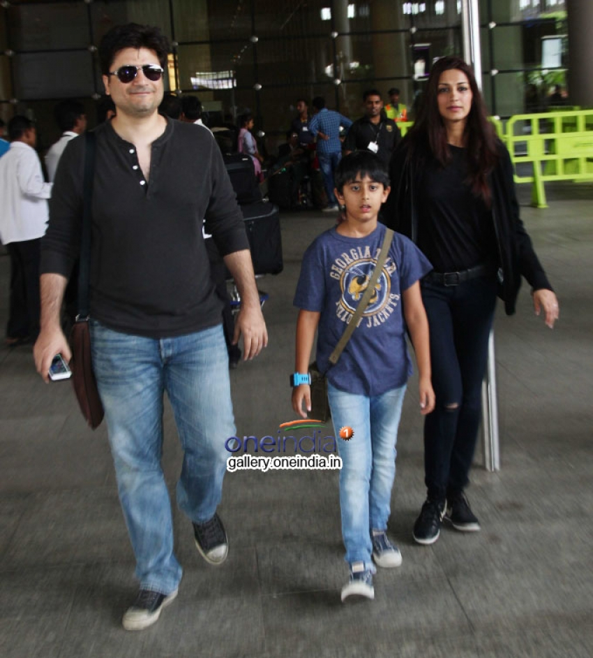 Sonali Bendre and Goldie Behl snapped at airport Photos