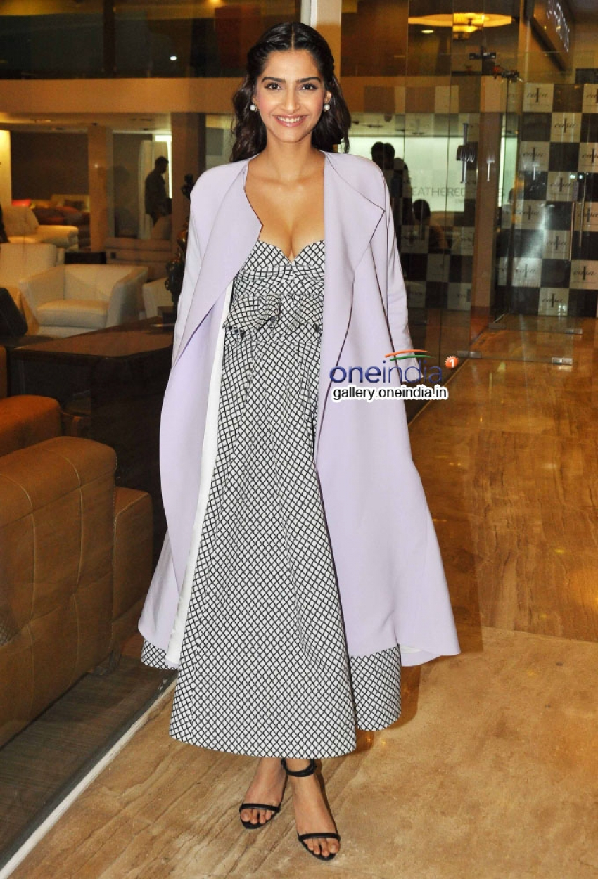 Sonam Kapoor at Media Interactions of Show 'Look Who's Talking' Photos