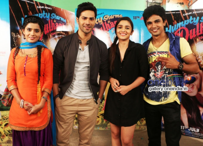 Varun and Alia promote Humpty Sharma Ki Dulhania on Nadaaniyaan Photos