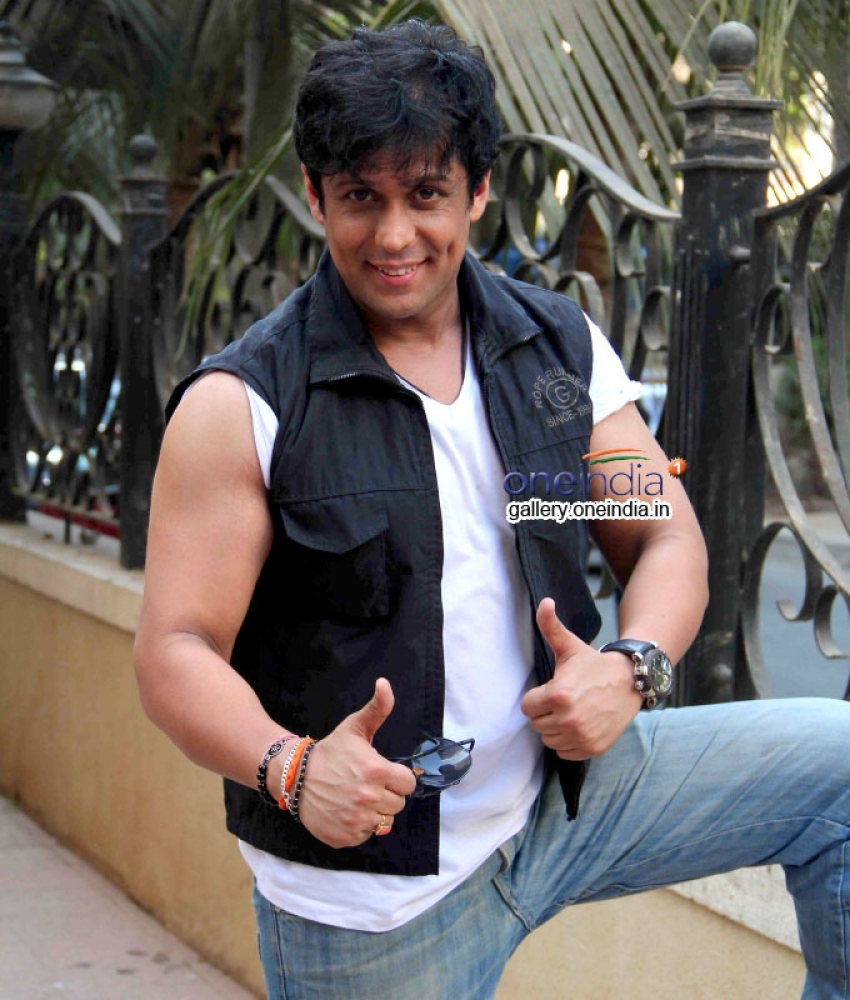 Vikram Singh Interacts with Media for Success of Heropanti Photos