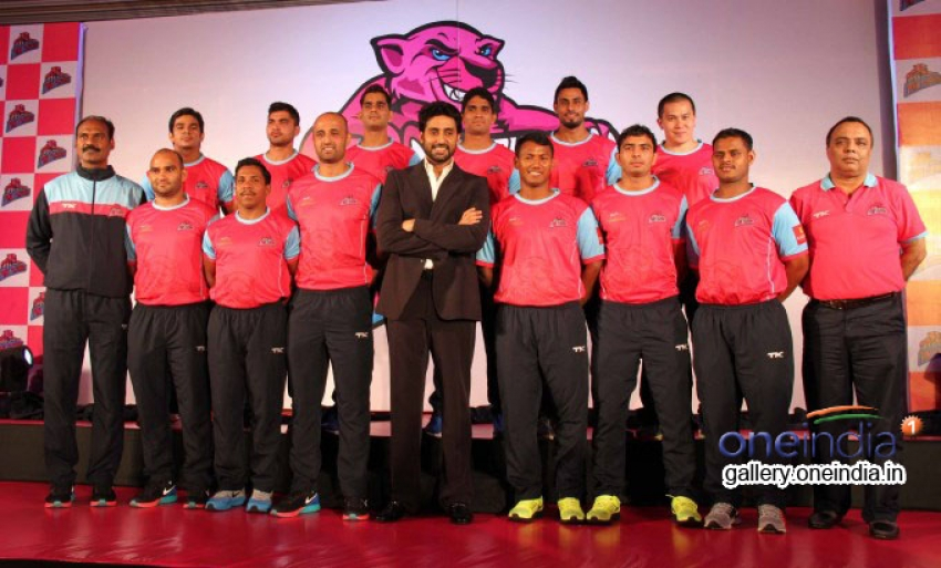 Abhishek Bachchan Introduces Jaipur Pink Panthers Kabaddi Team Players Photos
