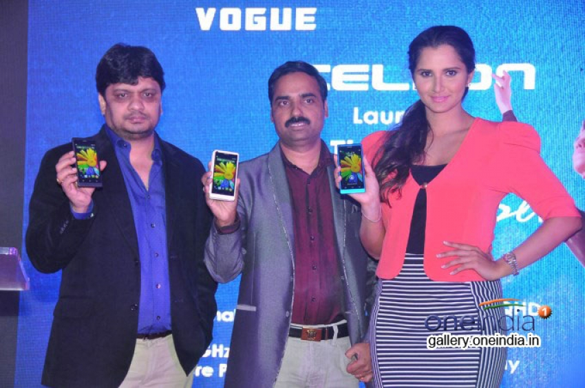 Sania Mirza Launches Celkon Smart Phones Photos