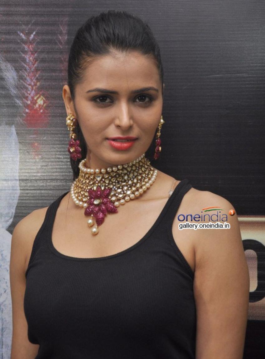 Jewelleries Fashion Show Curtain Raiser Photos