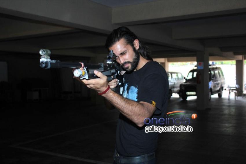 Desi Kattey Movie Team visited Swantantryaveer Savarkar Rifle Club Photos