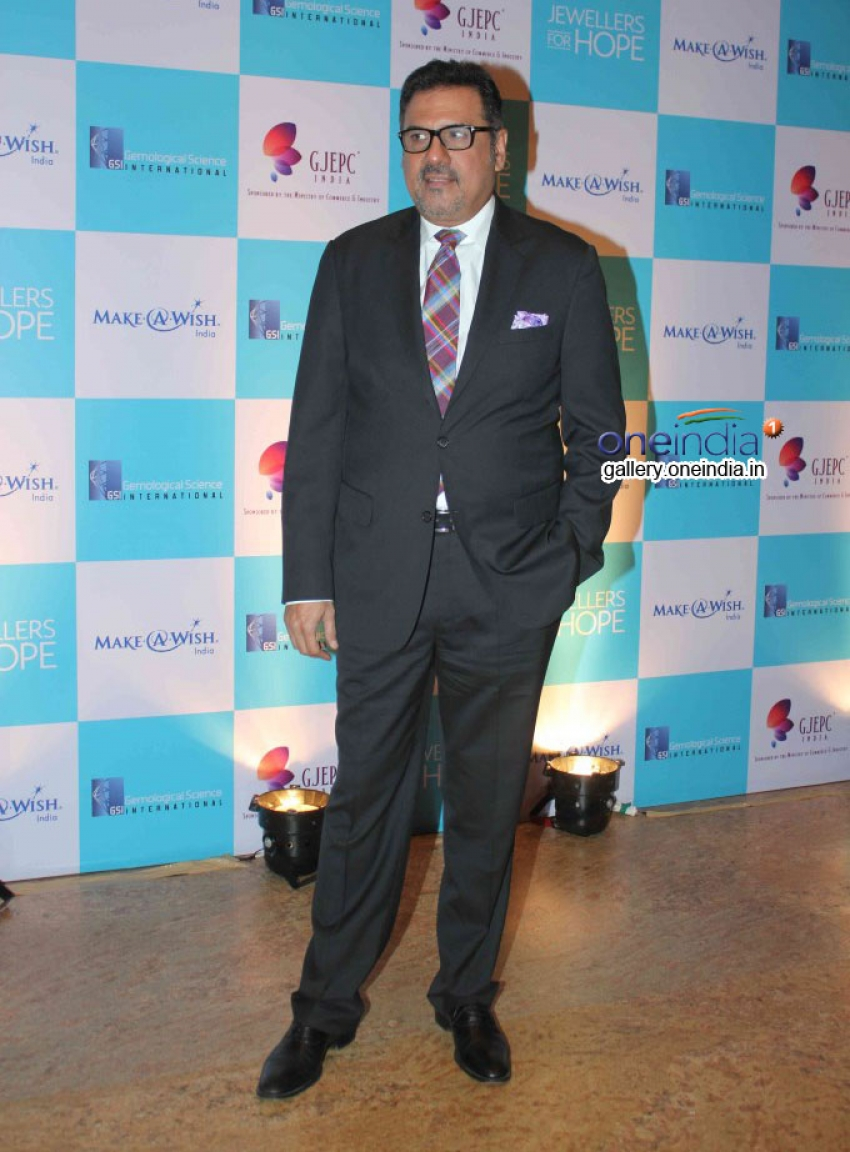 Kajol and Boman Irani at Foundations's Jewellers Photos