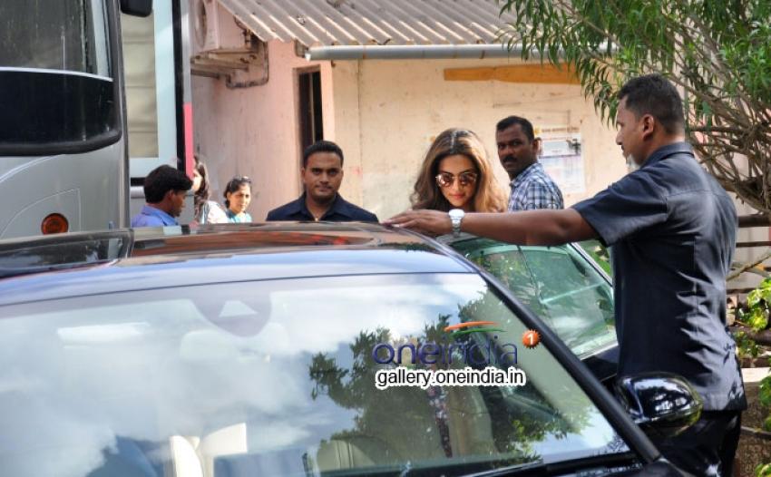 Deepika Padukone spoted at filmistan studio Photos