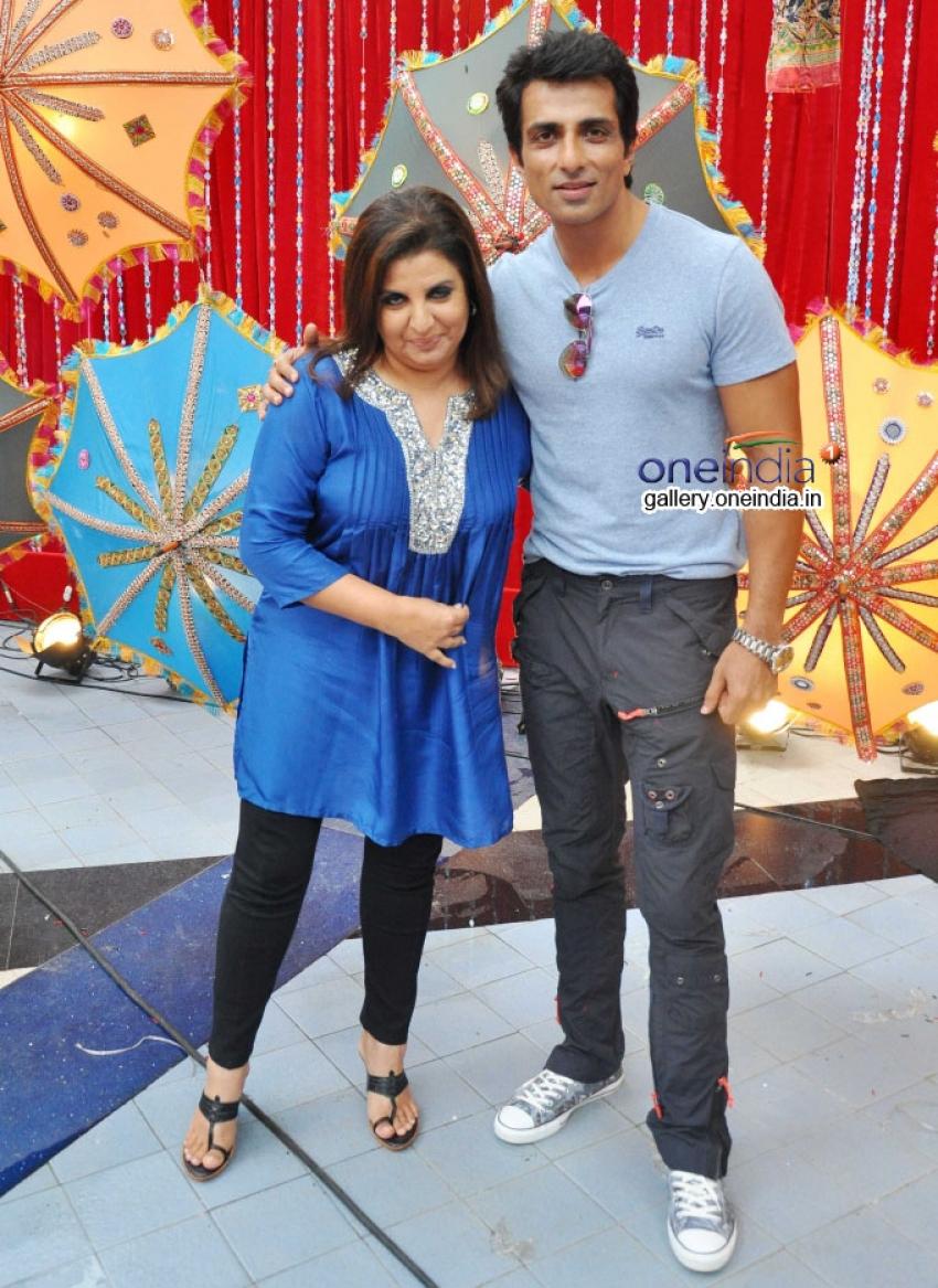 Sonu Sood Promotes Happy New Year on the sets of Entertainment Ke Liye Kuch Bhi Karega Photos