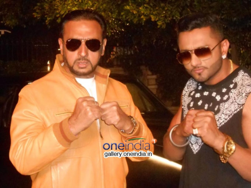 Gulshan Grover's confrontation with Yo Yo Honey Singh Photos