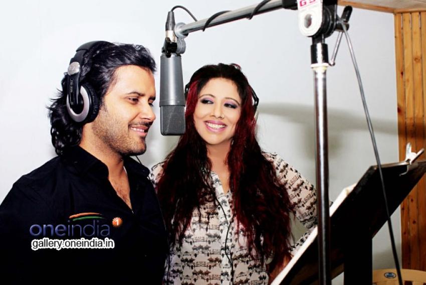 Tinaa Ghaai and Javed Ali record the title song for the film Ek Baar Phir Kaho Photos