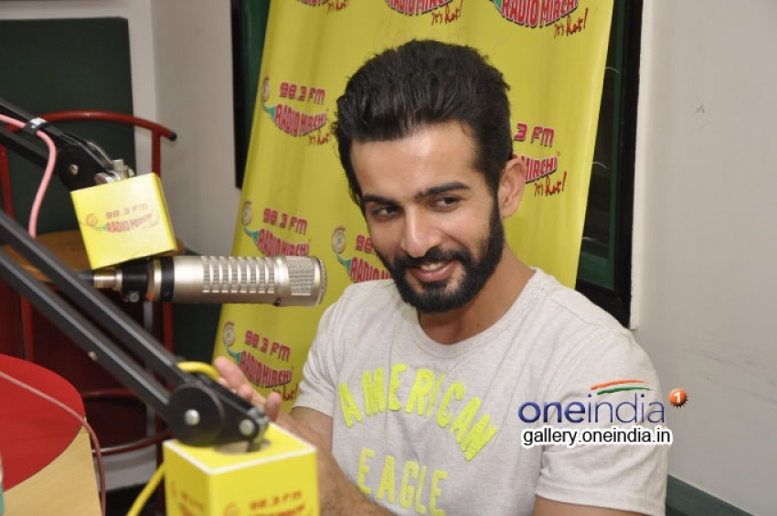 Hate Story 2 Promotion at Radio Mirchi Photos