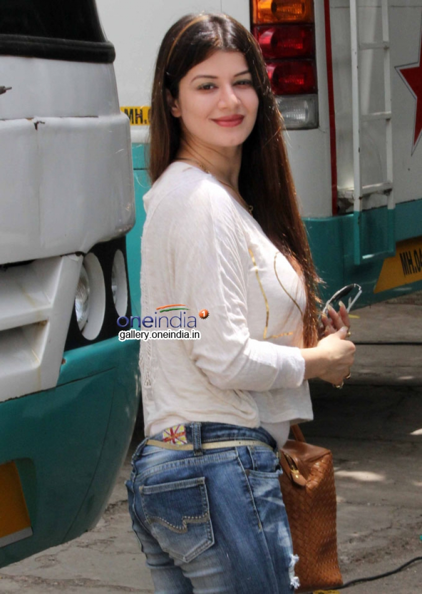 Bipasha Basu and Kainaat Arora snapped at Filmistan Studio Photos
