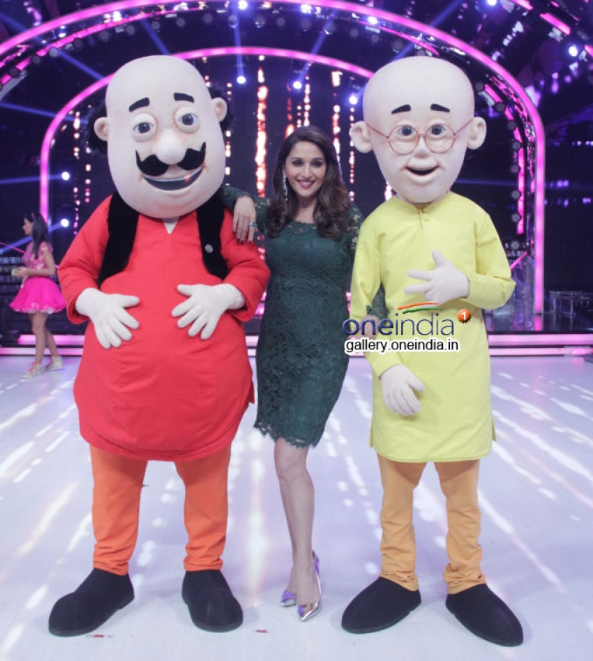 Madhuri Dixit with Nicktoon characters Motu Patlu on the sets of Jhalak Dikhhla Jaa Photos