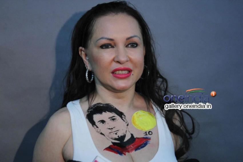 Nataliya Kozhenova 1st Actor to Body Art Lionel Messi Photos
