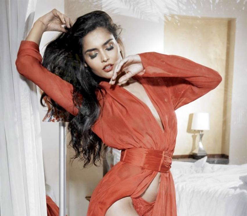 Nathalia Kaur Photos