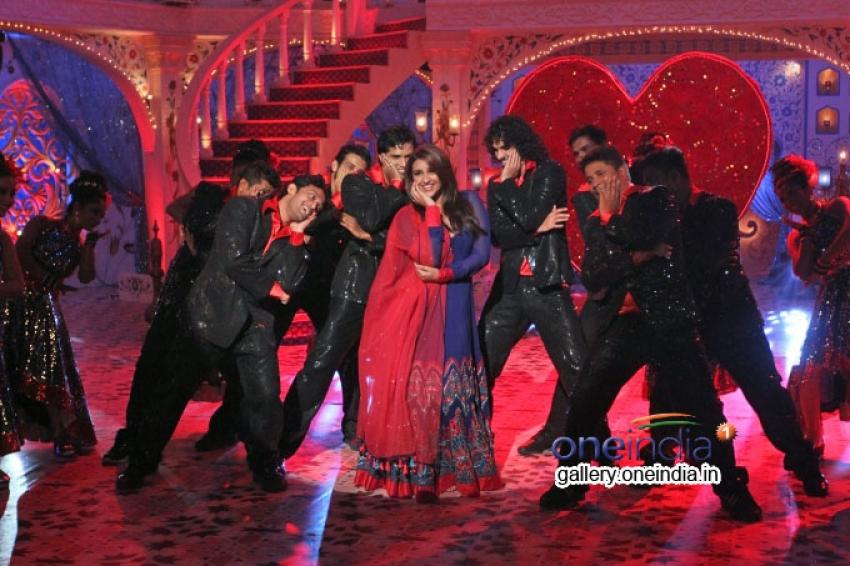 Parineeti and Aditya Roy Kapur promoted the movie on Zee TV's Eid Special Show Dawaat-E-Eid Photos