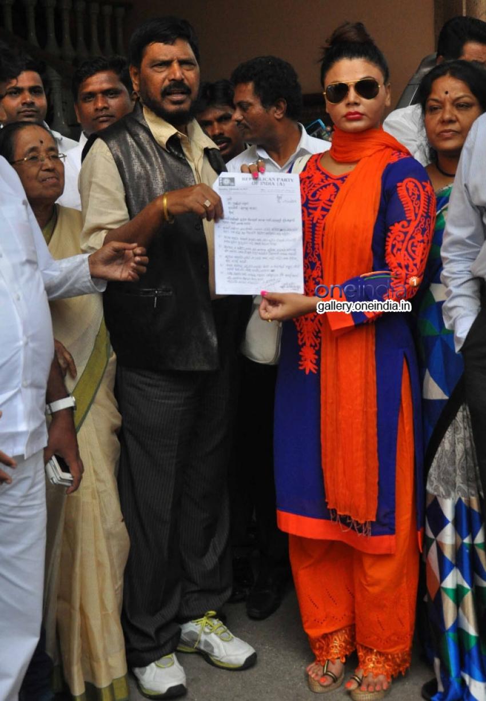Rakhi Sawant and Ramdas Athawale meet Shri Prithviraj Chavan Photos